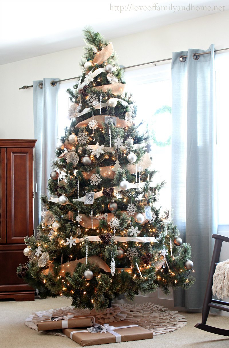 30 Fabulous Christmas Tree Decorating Ideas That Are Totally