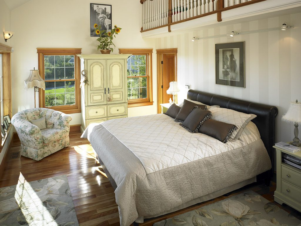 39280 Master Bedroom With Loft In Cape Cod Style Lindal Ho Flickr
