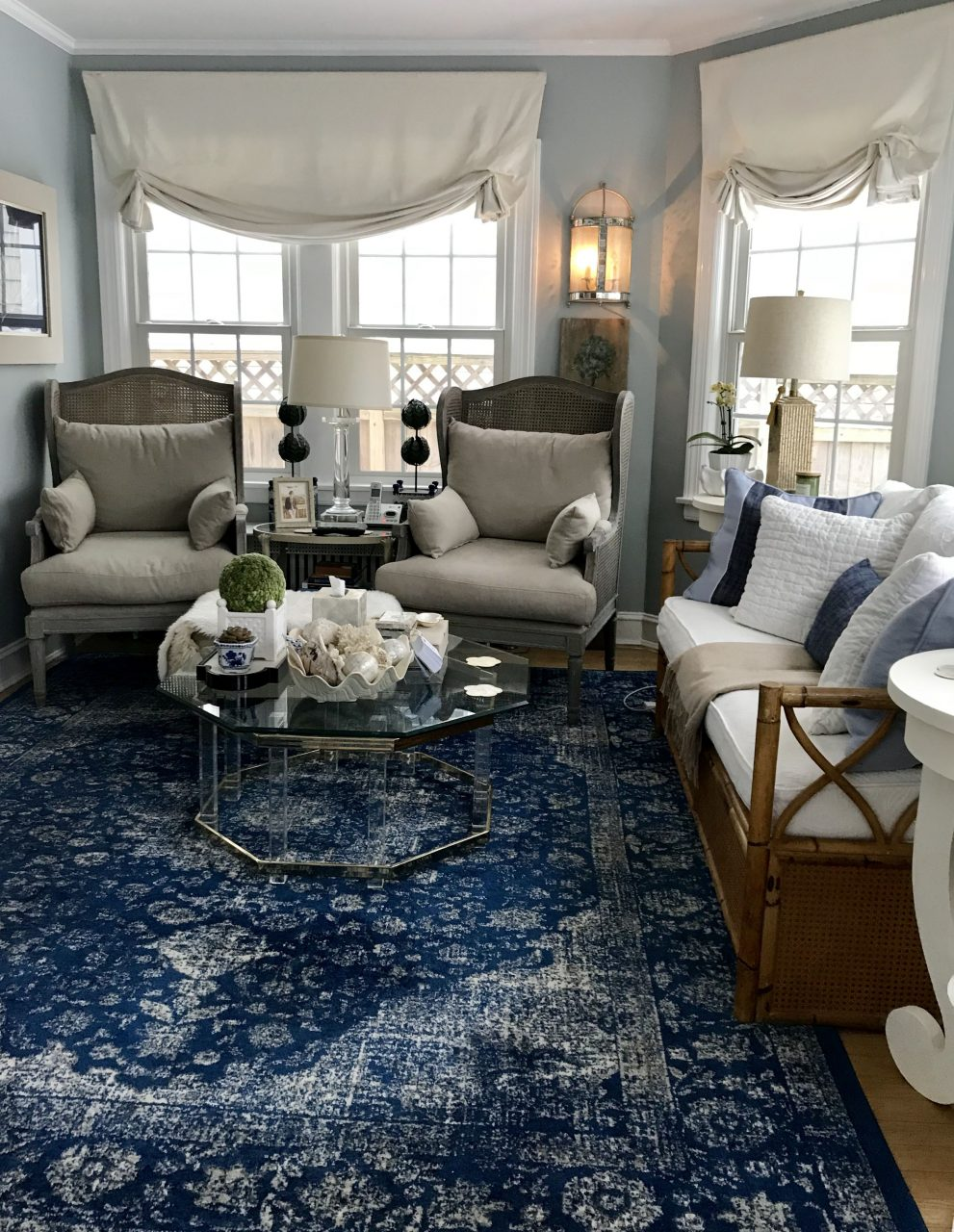 Blue And White Sunroom Blue And White In 2019 Blue White Rug