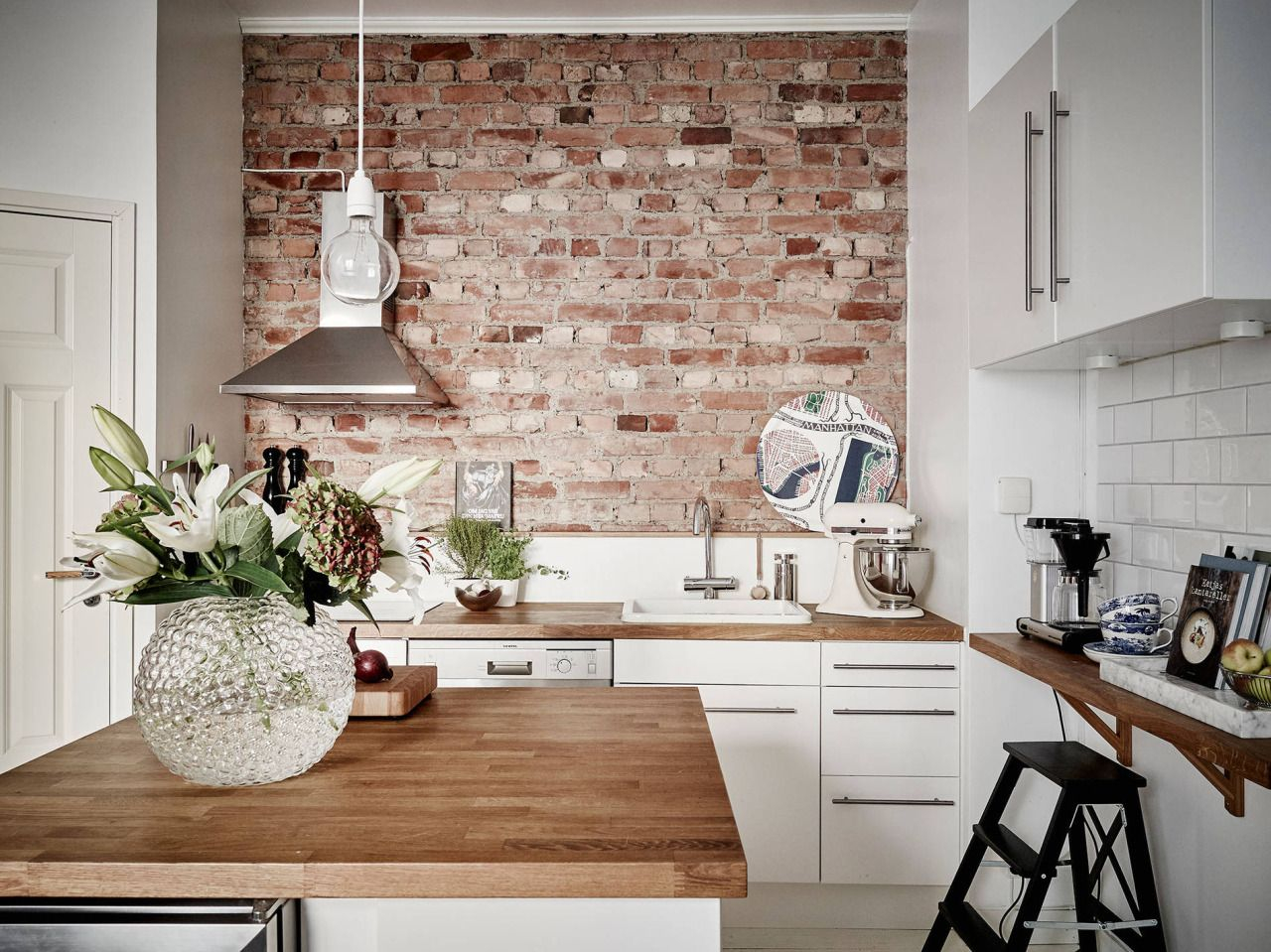 Create An Elegant Statement With A White Brick Wall Interior
