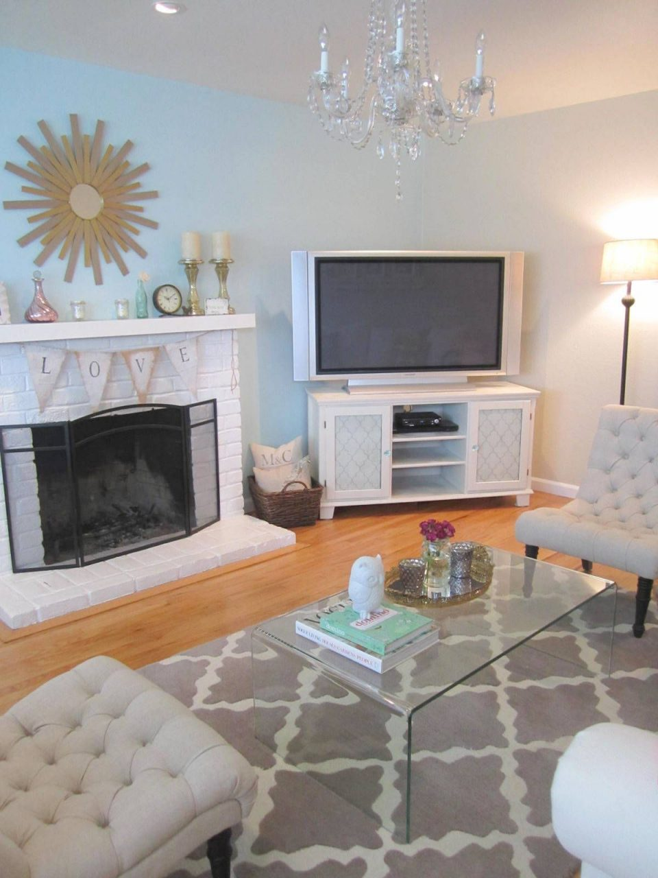 Cute Living Room I Love The Love Sign On The Fire Place Living