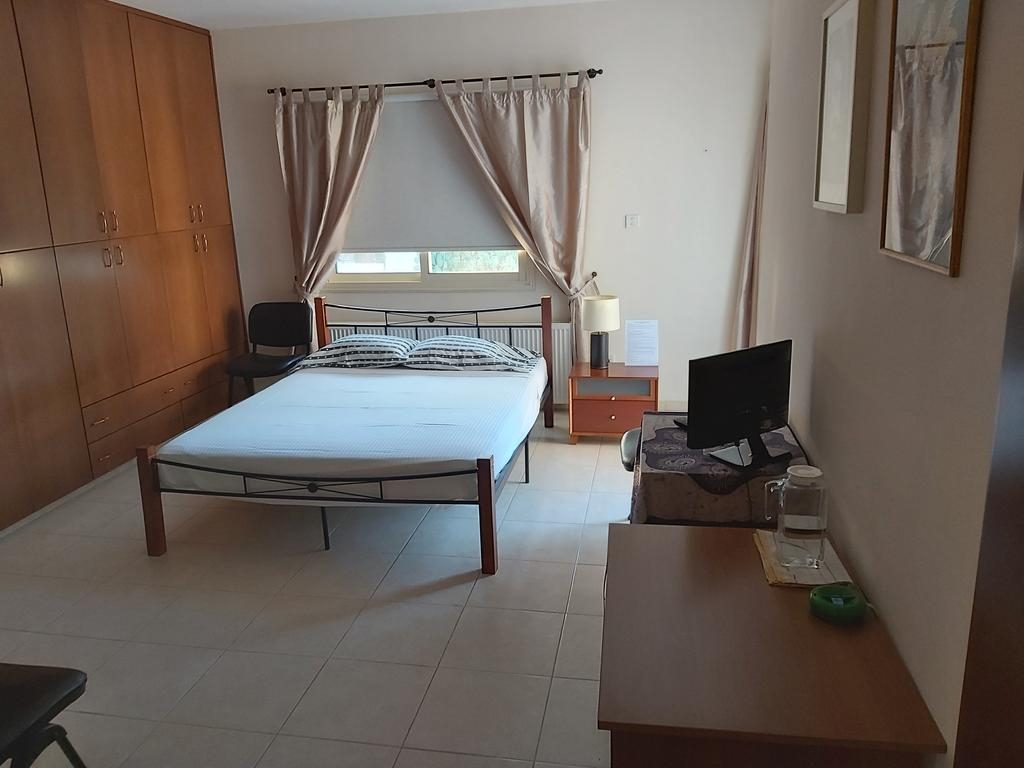 Hotel Beautiful Master Bedroom With Private Bathroom Zypern
