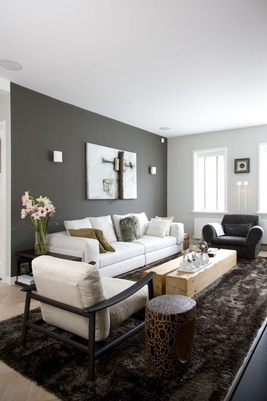 Living Room Dark Grey Wall Light Grey Couch Shiny Chocolat Carpet