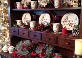 Christmas Dining Room Hutch Decorating Ideas