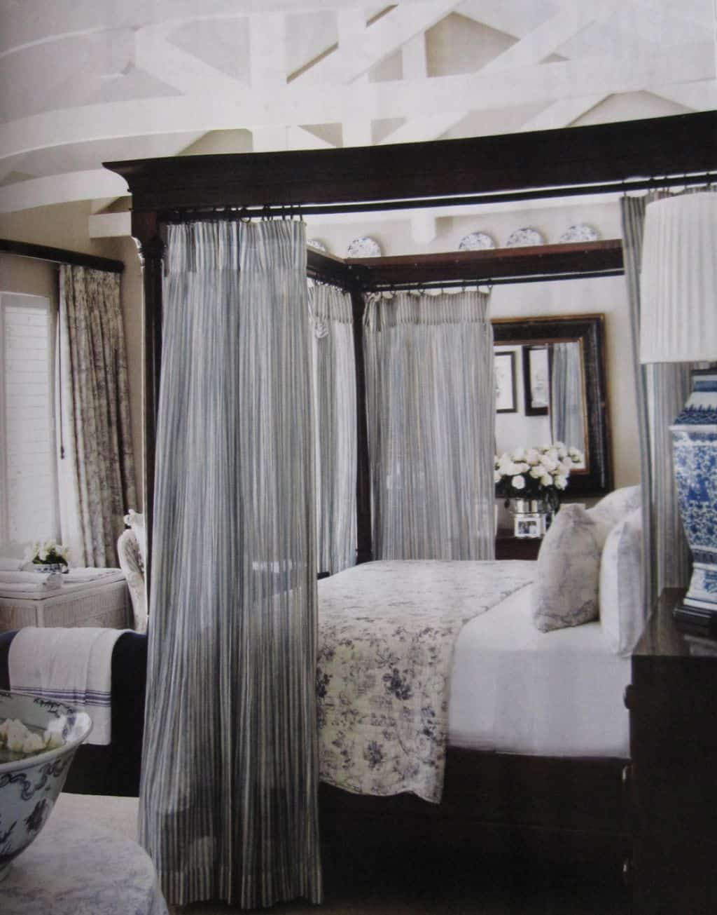 Queen Sized Canopy Bed With Curtains Hang Curtains In A Canopy Bed Layjao