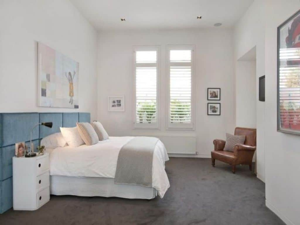 Small Bedroom With Grey Carpet And White Walls Selecting The Best